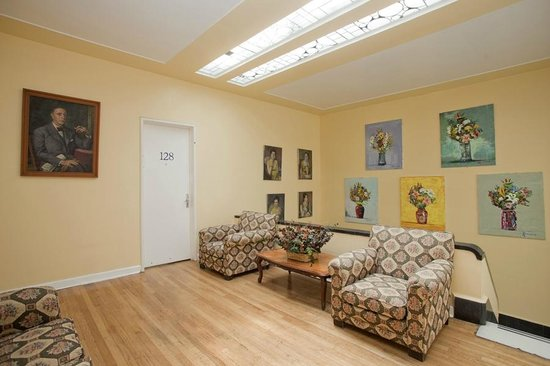 Hotel Casa Gonzalez : This is the first floor living room on the house on Lerma Street