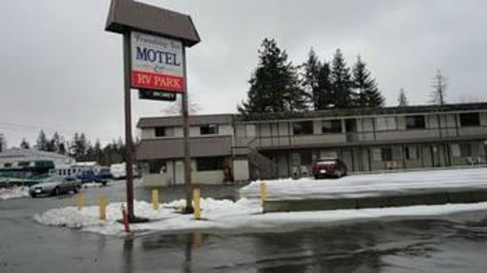 Friendship Inn Motel & RV Park: Front of the motel in the winter few years ago.