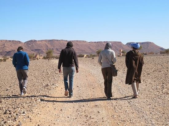 Arenas 4x4 Excursions : walking into Ouzina for lunch of Breber Pizza with our guide Hmed