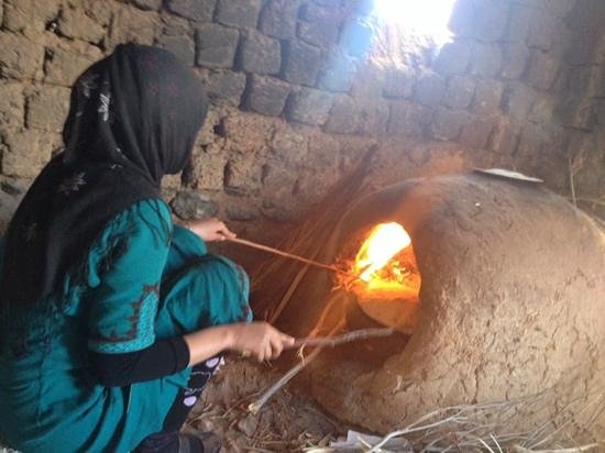 Arenas 4x4 Excursions : Berber Pizza being cooked.. (Ouzina)