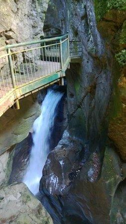 Orrido di Bellano : passerella e acqua