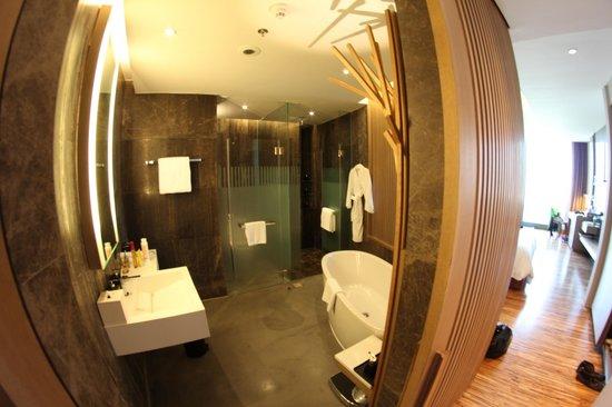 SO Sofitel Bangkok: bath wood concept