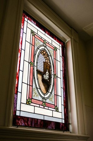 Grand Victorian Bed & Breakfast: Stained glass window in our bathroom