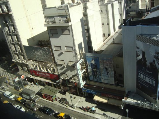 Hotel Ibis Buenos Aires Obelisco: Vista do quarto do hotel.