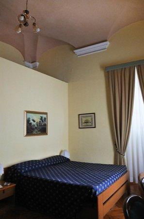 Hotel Mediterraneo: Albergo Mediterraneo bedroom