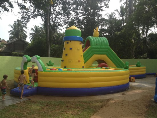 Coco Splash Adventure & WaterPark: Château gonflable