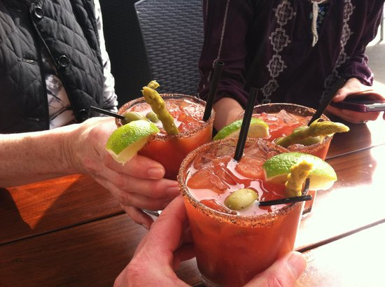 Moonstone Beach Bar & Grill: Drinks