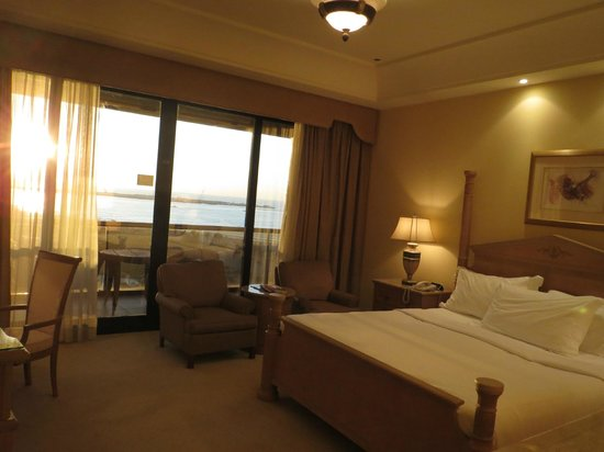 Le Royal Meridien Beach Resort & Spa: Room 5009 (Royal Club Tower)