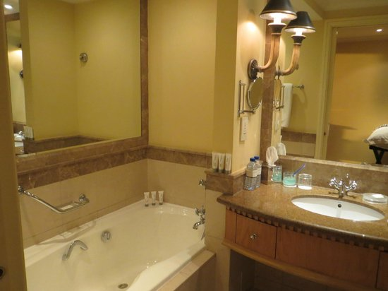 Le Royal Meridien Beach Resort & Spa: Room 5009 Bathroom