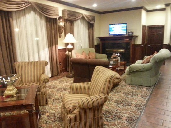Best Western Plus Burlington: Lobby living room