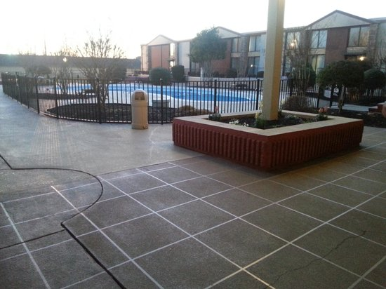 BEST WESTERN PLUS Burlington: Pool patio 3