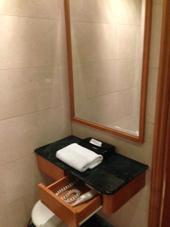 BEST WESTERN PLUS Hotel Hong Kong: Bathroom 2