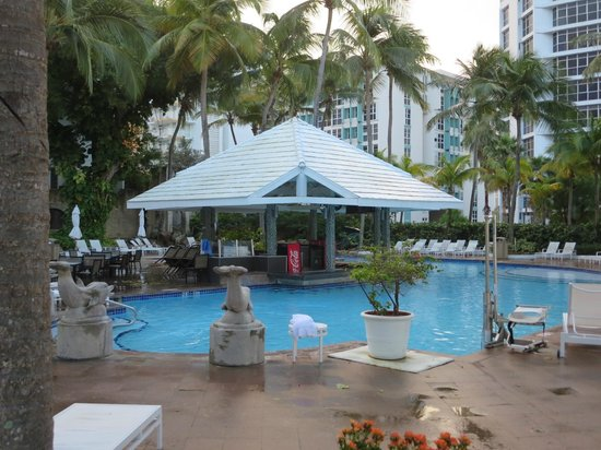 The Condado Plaza Hilton: Fresh water pool with swim up bar