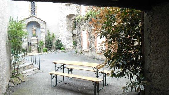 Auberg-Inn: la terrasse pour manger et se détendre