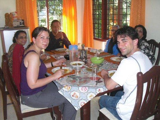 Ripples N Rocks Homestay : Dinning together at Ripplesnrocks