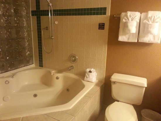 Legacy Vacation Resorts-Lake Buena Vista: big jetted tub, a bit awkward to get in and out of
