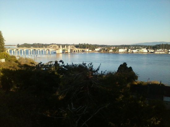 Best Western Pier Point Inn: view of Siuslaw River from balcony