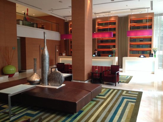 Courtyard by Marriott Bangkok: Lobby