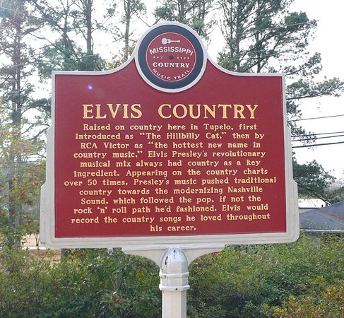 Elvis Presley Center: Elvis Country placard on grounds