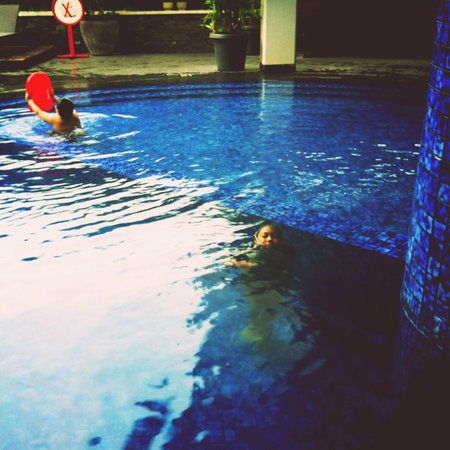 Hotel Santika Bandung : pool area
