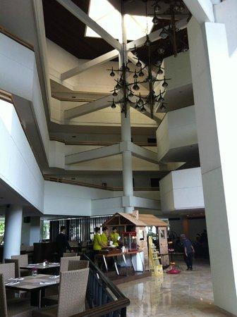 Hotel Santika Bandung : hotel ground