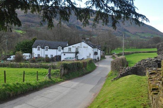 Half Moon Inn: road veiw