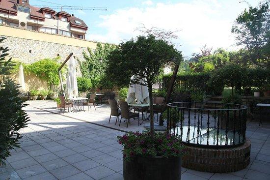 La Pontiga .: Back yard grounds