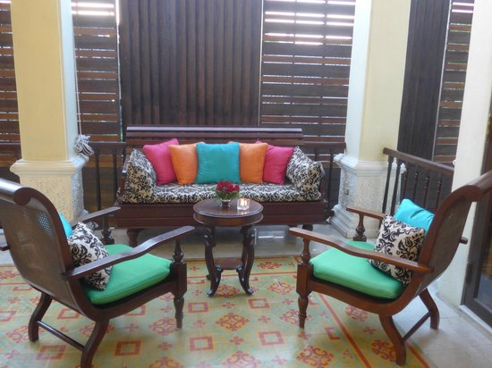 Puripunn Baby Grand Boutique Hotel : Salon dans le Lobby