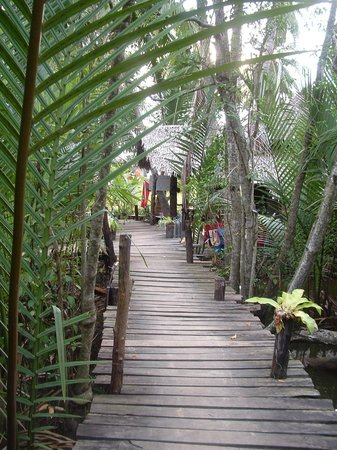 Lom Lae Beach Resort: Inviting entrance to peace and tranquility