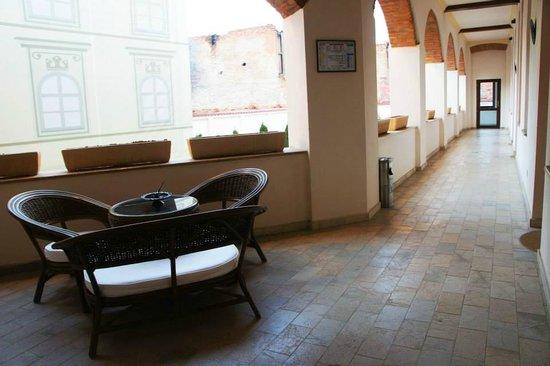 La Maison de Caroline: long corridor outside room