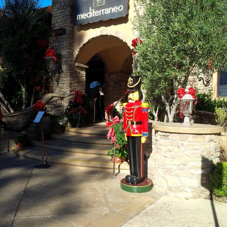 Westlake Village Inn: Mediterraneo entrance with Christmas Nutcracker statue