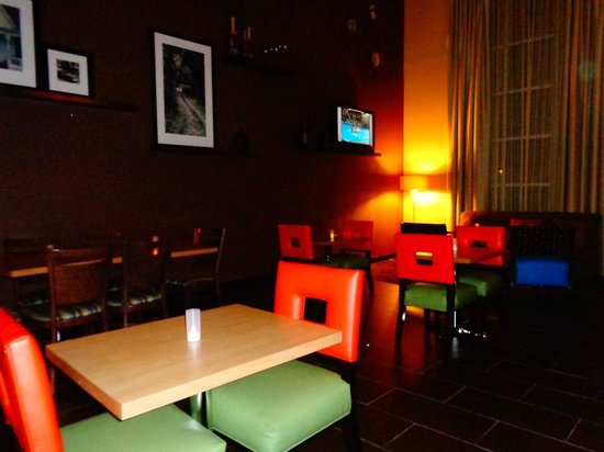 Hampton Inn & Suites Phenix City - Columbus Area: lobby/breakfast area