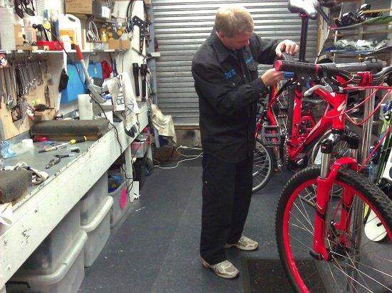 TCB Ski Board and Bike : TCB Bike workshop