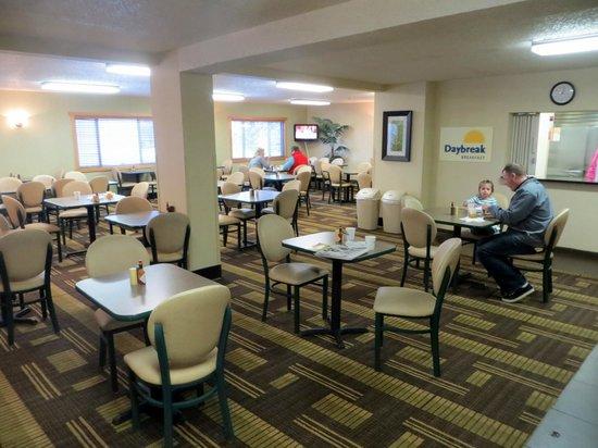 Days Inn Bismarck : Breakfast area