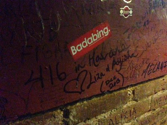 El Chanchullero de Tapas : Leave something for the walls/ceiling