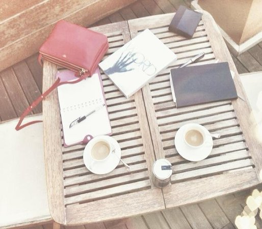 Portrait Roma : Coffee on the patio