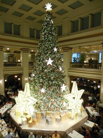 Macy's on State Street: The Great Tree, Macy's