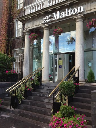 The Malton Hotel : Front entrance