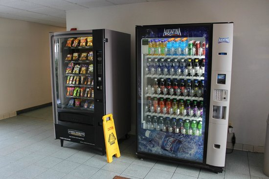 Quality Inn & Conference Center : Vending machines at the back of the hotel.