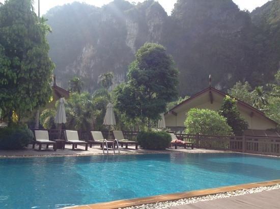 Aonang Phu Petra Resort, Krabi: poolside