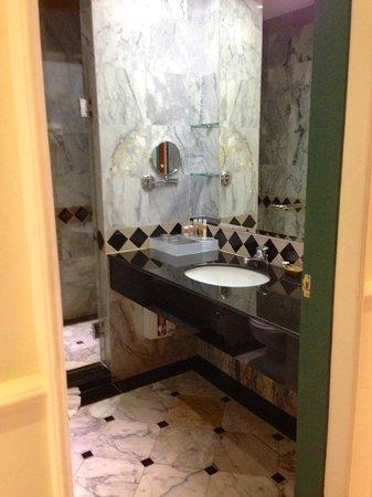 Buddy Oriental Riverside Pakkred: Bathroom