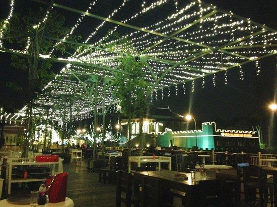 Buddy Oriental Riverside Pakkred: Song Fang Klong