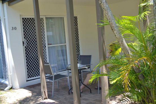 The Shores Holiday Apartments: Front door and outdoor area