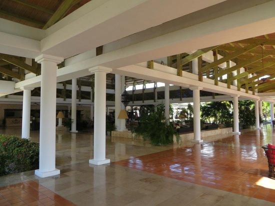 Catalonia Bavaro Beach, Casino & Golf Resort: Lobby