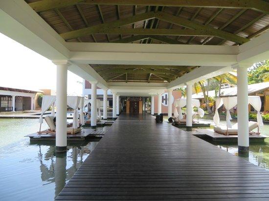 Catalonia Bavaro Beach, Casino & Golf Resort: Hotel & grounds