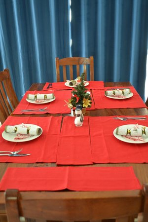 The Shores Holiday Apartments: Our Christmas table for breakfast