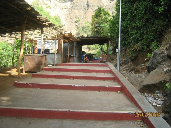 Marleshwar Temple : steps up the to the cave