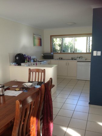 The Shores Holiday Apartments: Kitchen - Dining
