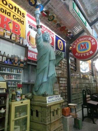 The Great Aussie Beer Shed: here the story about the statue from Ray