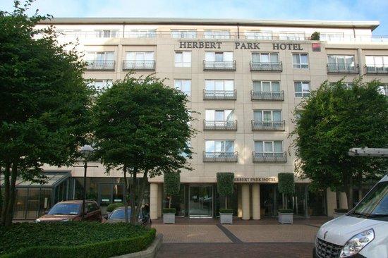 Herbert Park Hotel: Front of hotel